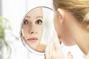 De ce este mai bine să ne îngrijim pielea în mod natural?