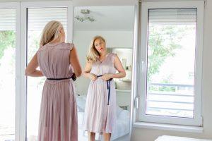 Tu cat de greu te decizi atunci cand cumperi o rochie de ocazie?